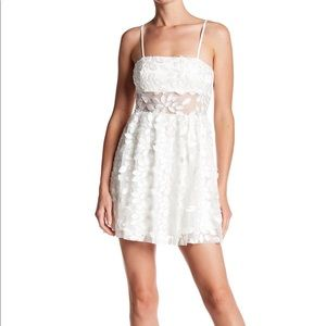 White flower Applique Cocktail Dress